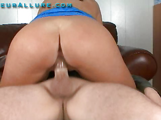 Skyla is a shy, 19 year girl from the south east. That Playgirl is all natural and her vagina is fully shaved. That Playgirl likes engulfing 10-Pounder, although that hottie is relatively fresh to it, that hottie considers herself quite good. So Ray puts her